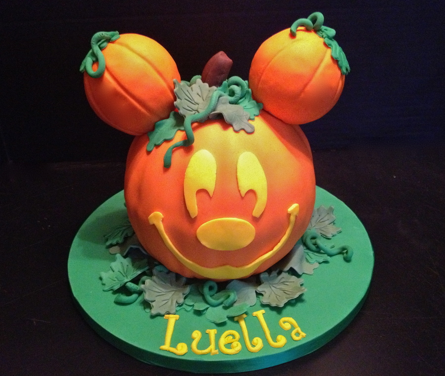 Groovy A Birthday Cake Inspired By The Pumpkin Decorations At Disney Personalised Birthday Cards Beptaeletsinfo
