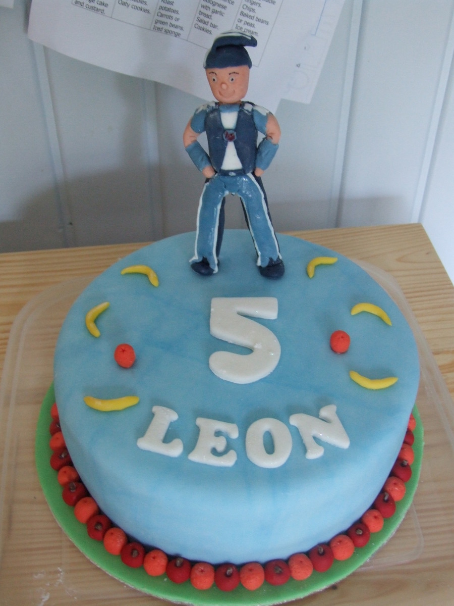 lazy town cake sportacus lazytown cake cakecentral 5437