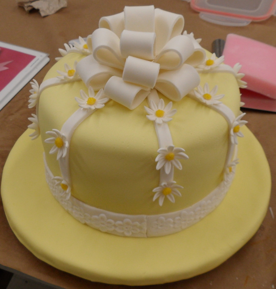 Cake With Fondant Ribbon : Fondant Cake With Fondant Bow And Daisies - CakeCentral.com