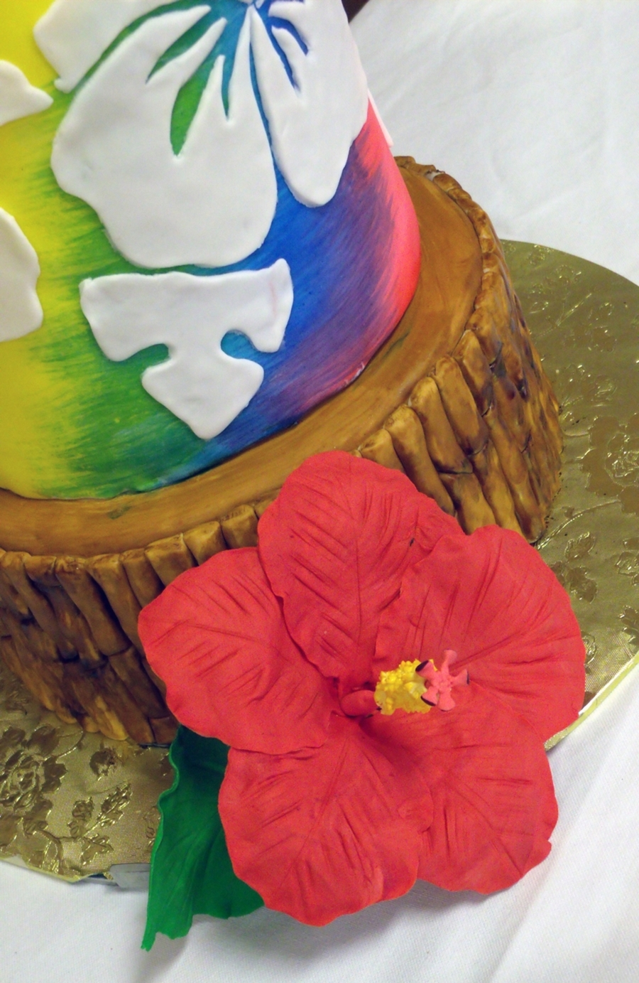 Tropical themed cake with sugar hibiscus flowers cakecentral after we set it all up she said it makes me want to go to the beach haha yes the flowers and palm branches are gumpaste izmirmasajfo
