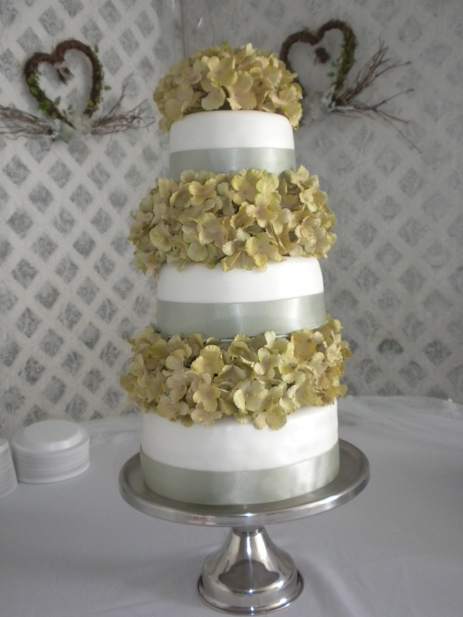 Round Three Tier Wedding Cake on Cake Central
