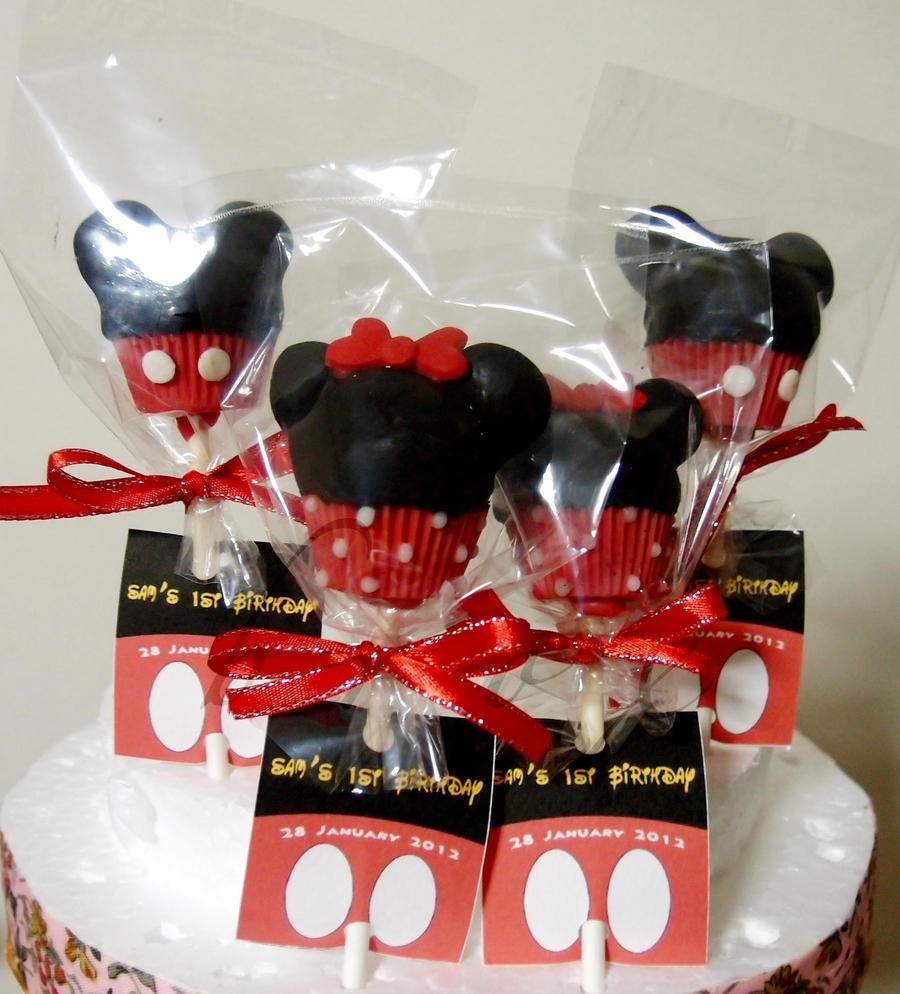 Mickey And Minnie Cake Pops - CakeCentral.com Mickey And Minnie Cake Pops Instructions