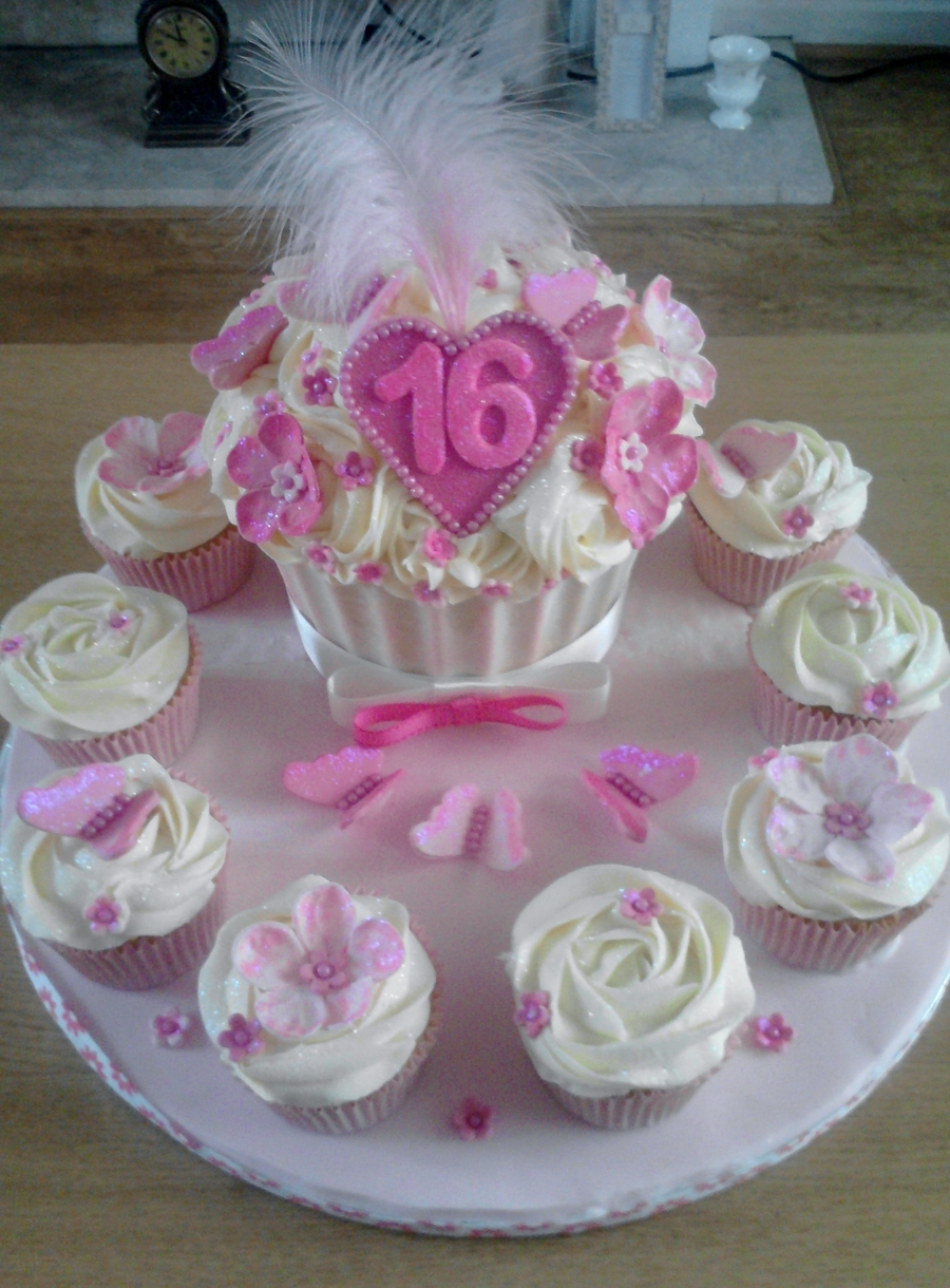 16Th Giant Cupcake And Small Cupcakes on Cake Central
