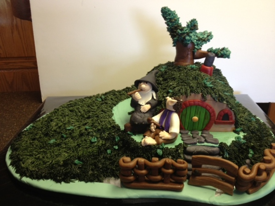 Mannings Hobbit Birthday Cake This Cake Is Made Up Of A 12 Inch 8