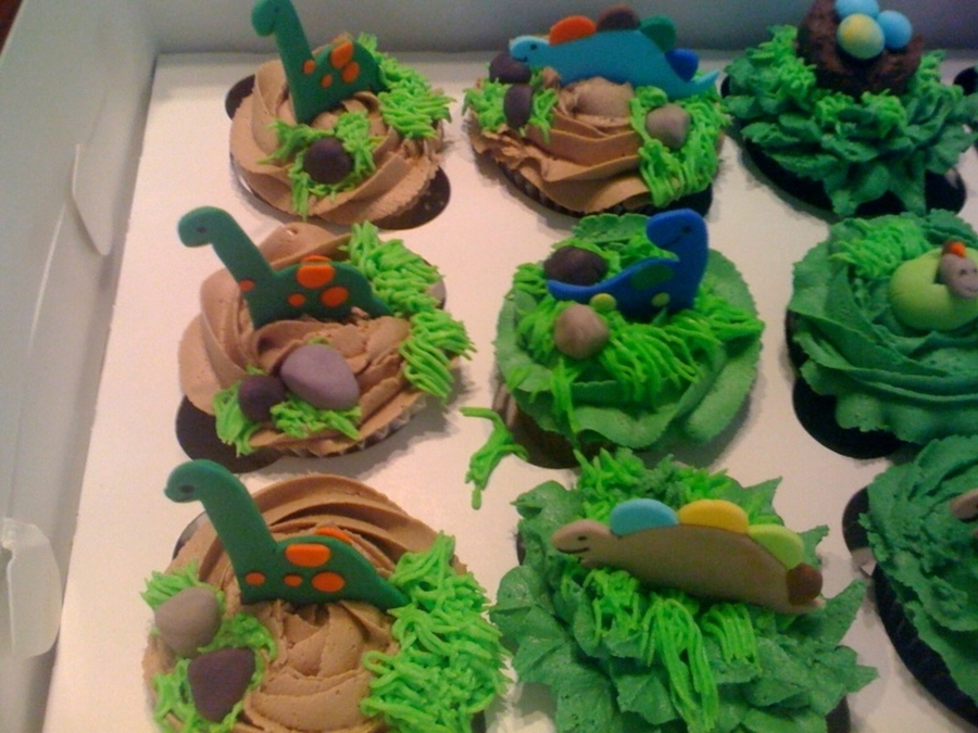 Dinosaur Cupcakes For April S Baby Shower Cakecentral Com