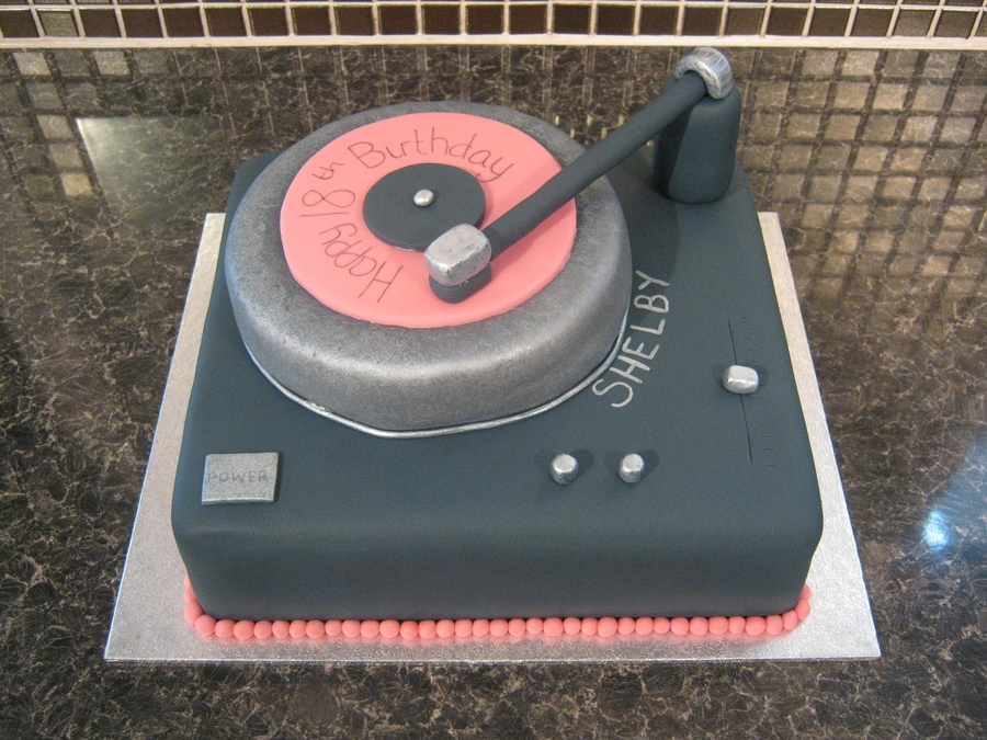 Mixing Decks / Dj Cake  on Cake Central