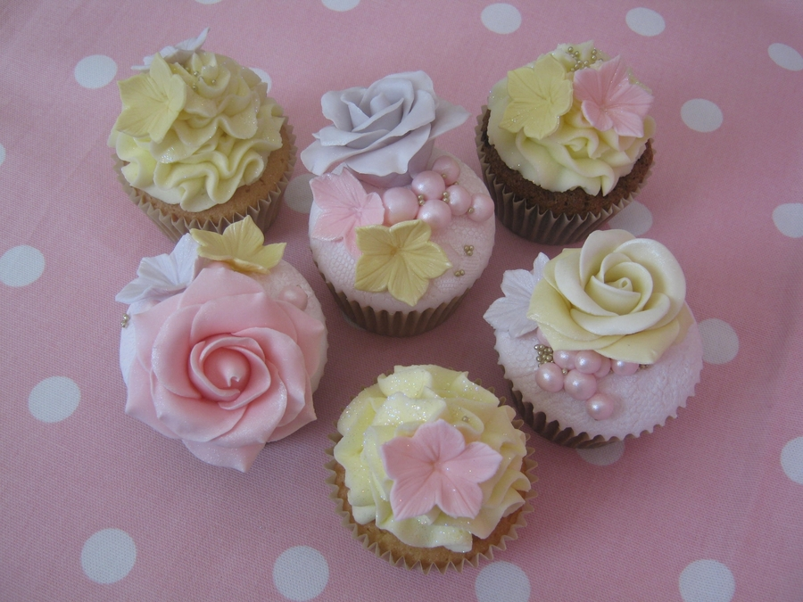 Cake Lace Cupcakes