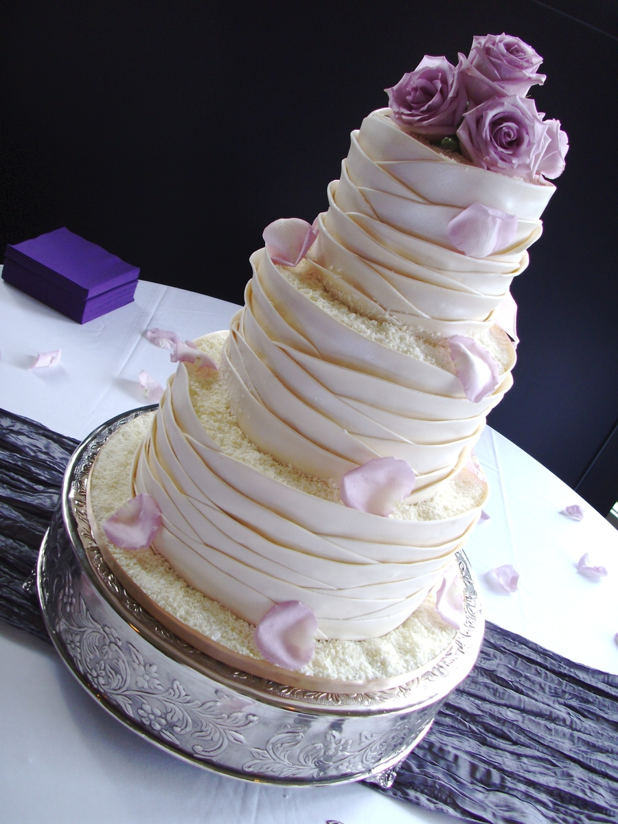 Lovely Ivory on Cake Central