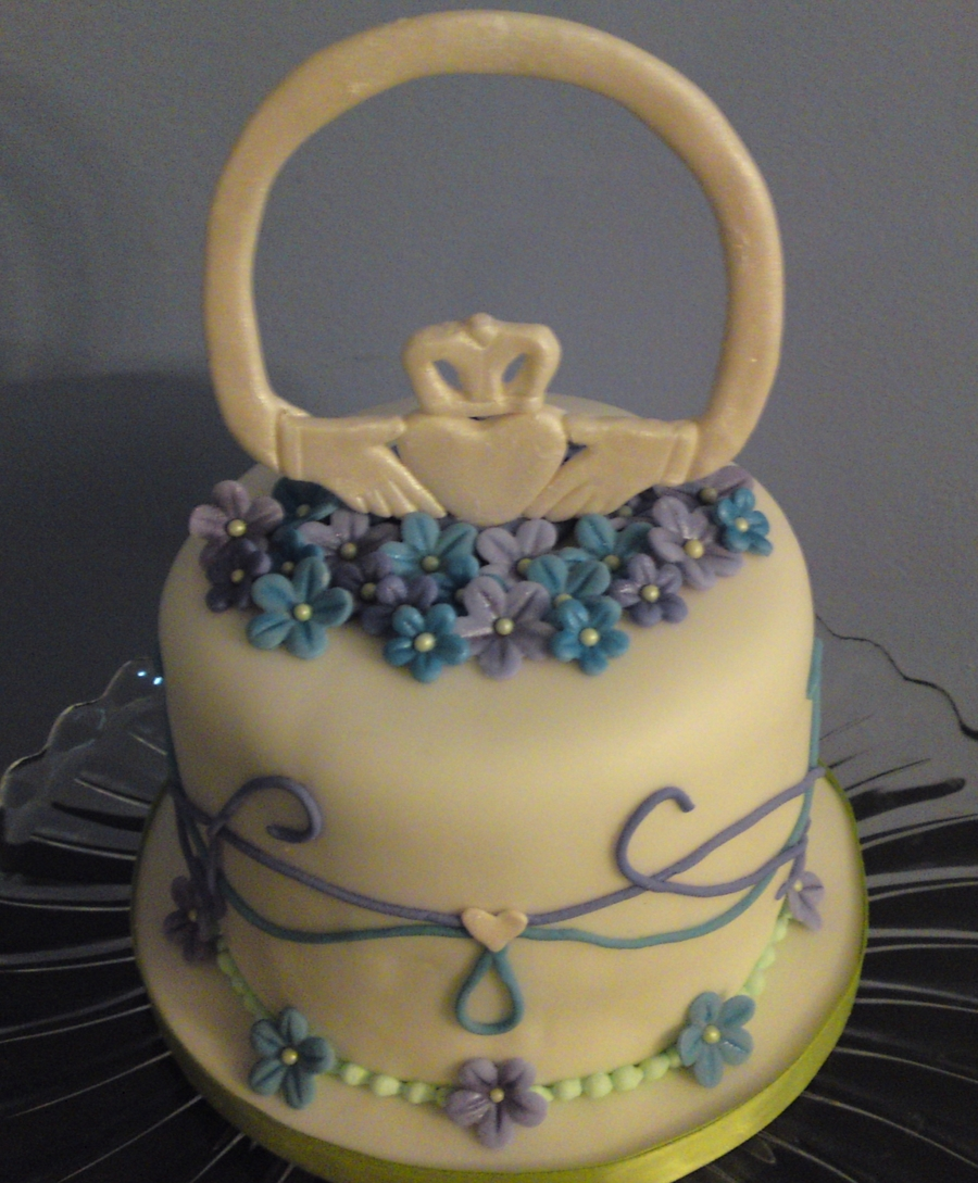 Claddagh And Celtic Knot Cake on Cake Central