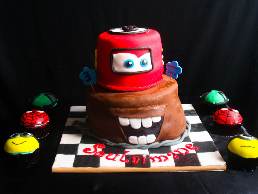 Cars Themed Cake With Side Cupcakes Cakecentral Com