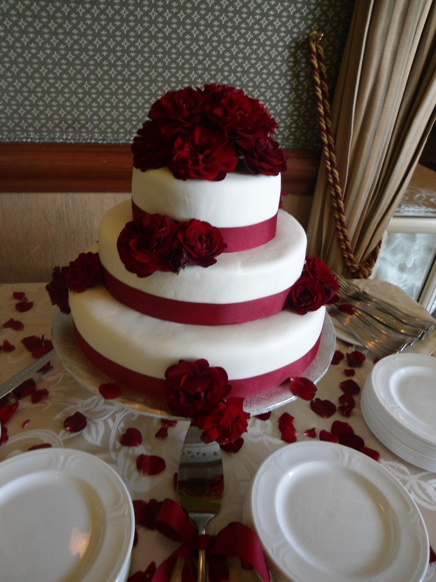 Red Velvet 3 Tiered Wedding Cake With Roses Cakecentral Com