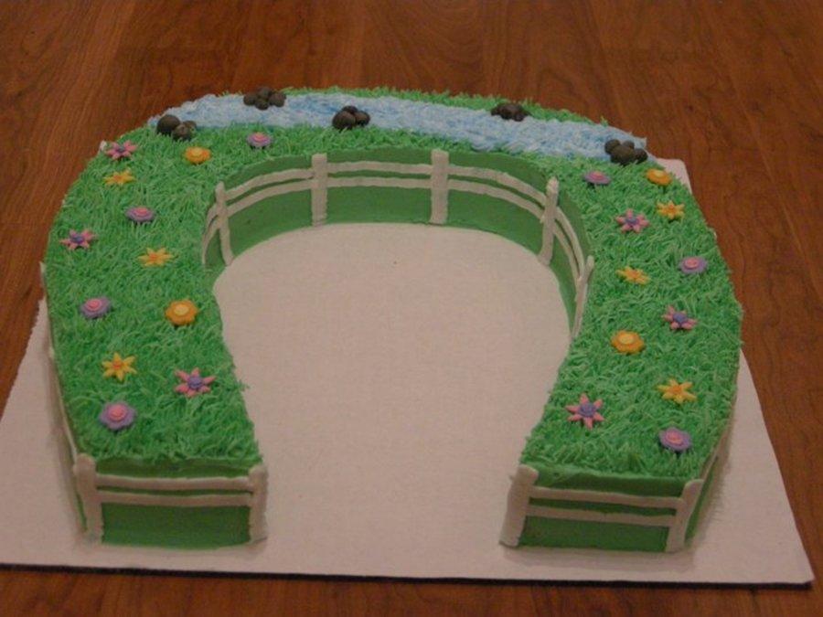 Double Horseshoe Cakes