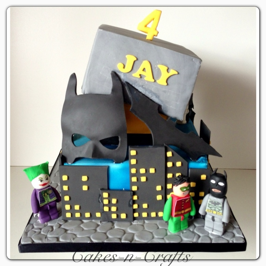 Tilting Batman With Edible Lego Batman Figures
