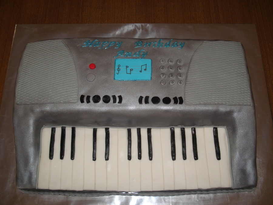 Keyboard on Cake Central