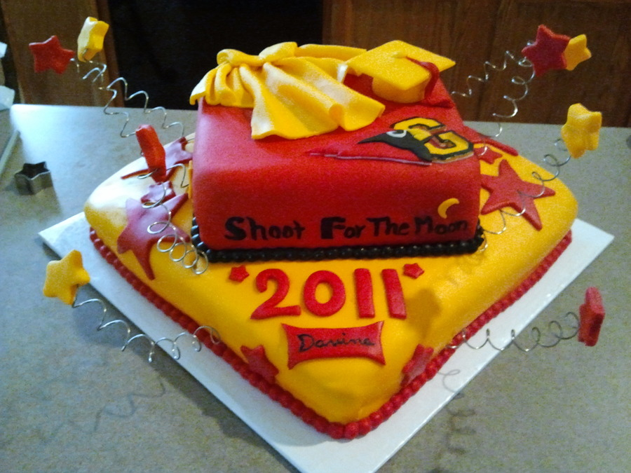 Cake Art Academy Glendale : Glendale High Graduation - CakeCentral.com