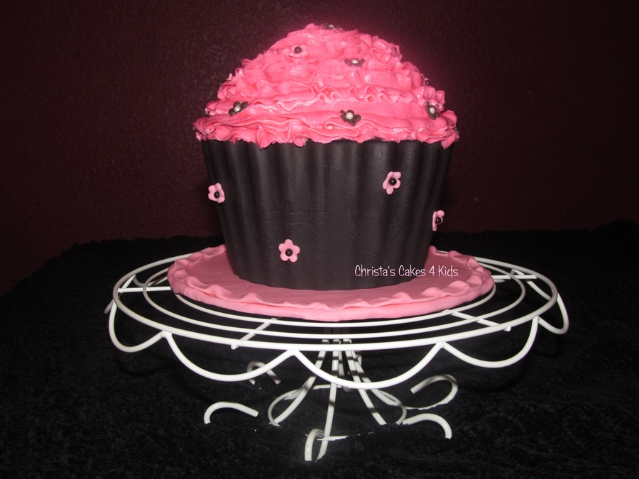 Giant Cupcake With Wilton Melts Liner on Cake Central