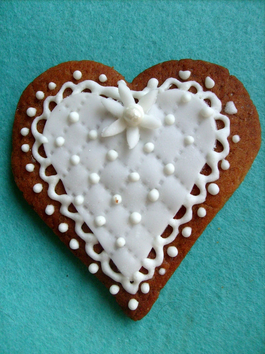 Heart Cookie on Cake Central