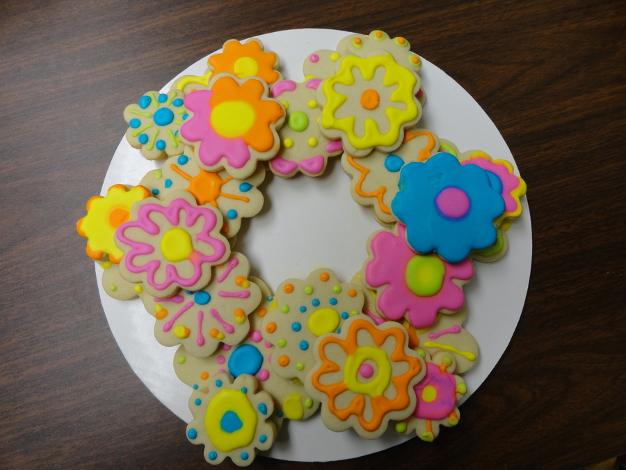 Flower Cookie Wreath on Cake Central