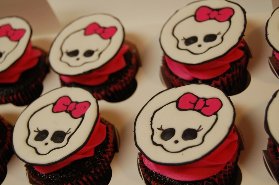 Skullette Cupcakes  on Cake Central