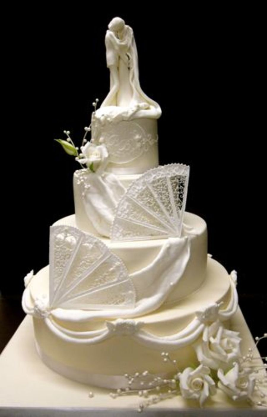 wedding cakes with royal icing ivory and white wedding cake with royal icing fans and 26112