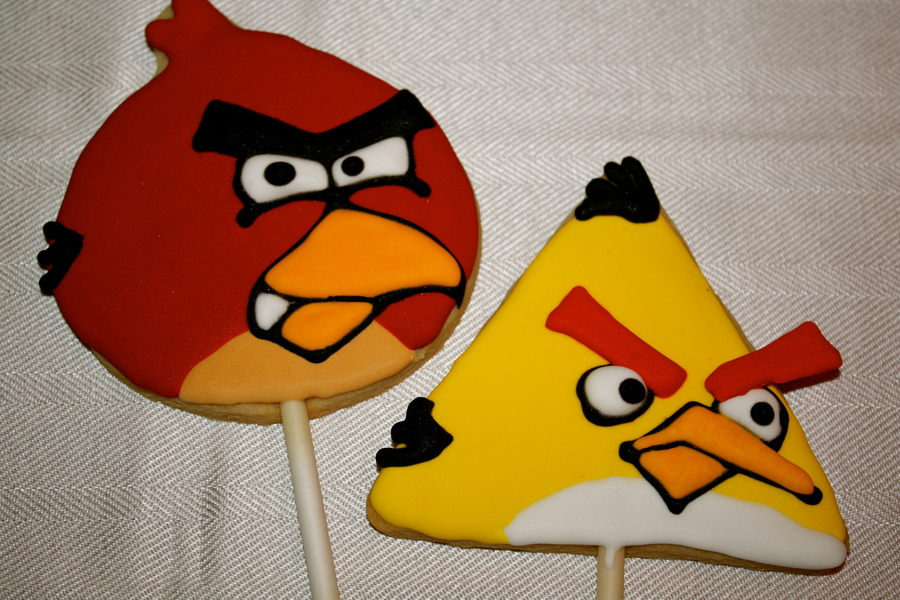 Angry Birds Cookie Pops on Cake Central