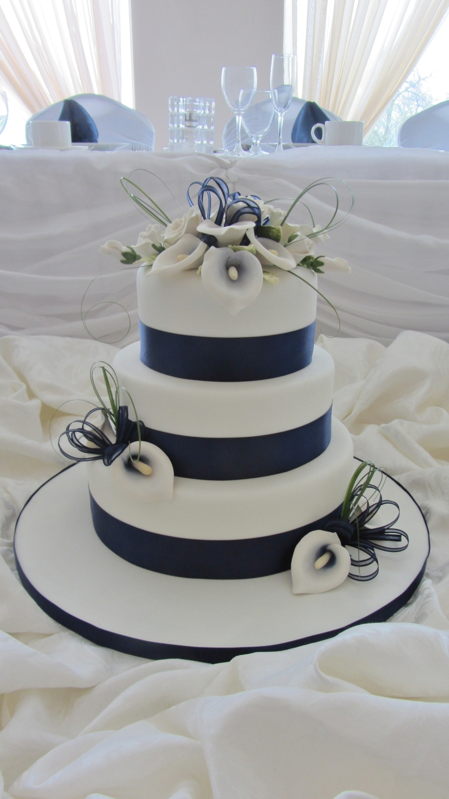 navy blue and purple wedding cakes navy blue calla lilies cakecentral 17759