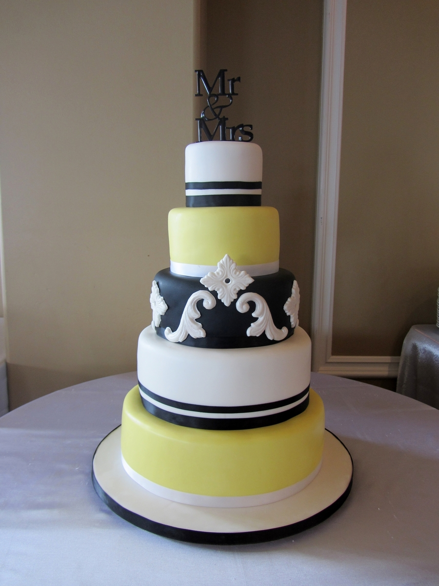 Black/yellow & White on Cake Central