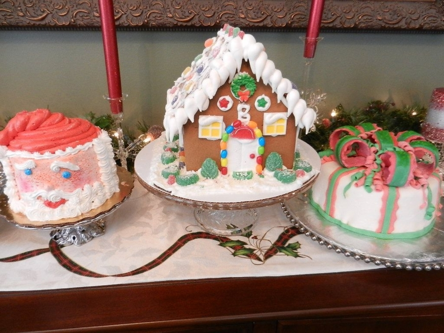 Santa Cake.- Ginger House And Christmas Cake on Cake Central