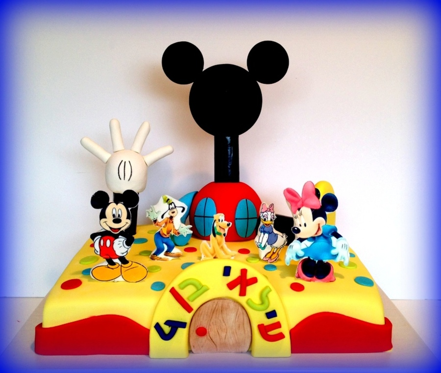 Mickey Mouse Cake By Riky's Cakes on Cake Central