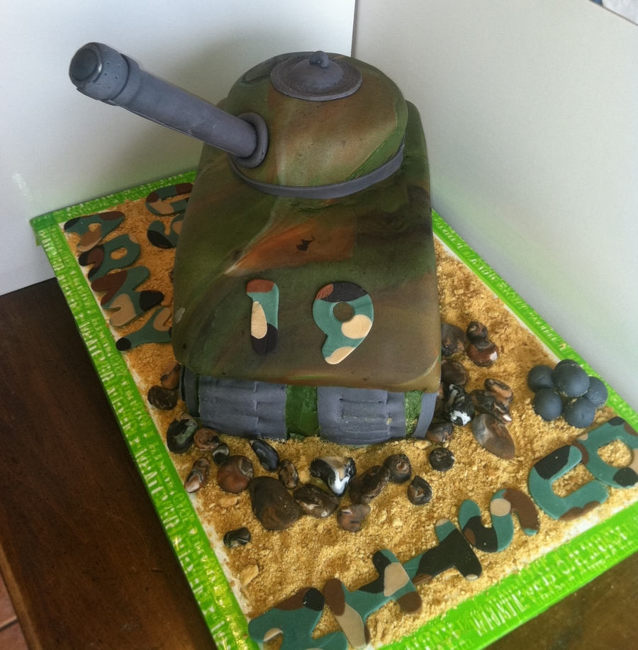 3D Army Tank on Cake Central