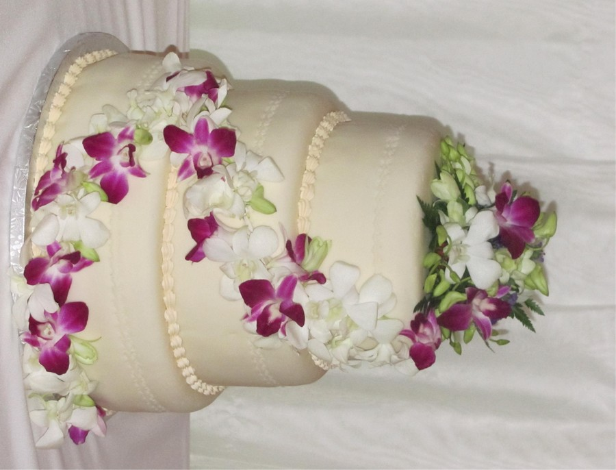 3 tier ivory fondant wedding cake with fresh flowers. Black Bedroom Furniture Sets. Home Design Ideas