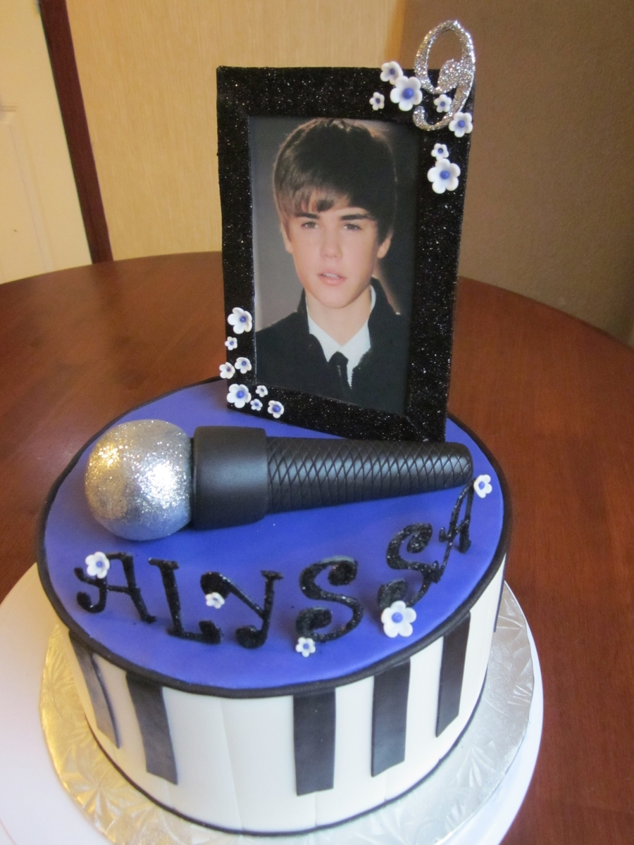 The Biebs on Cake Central