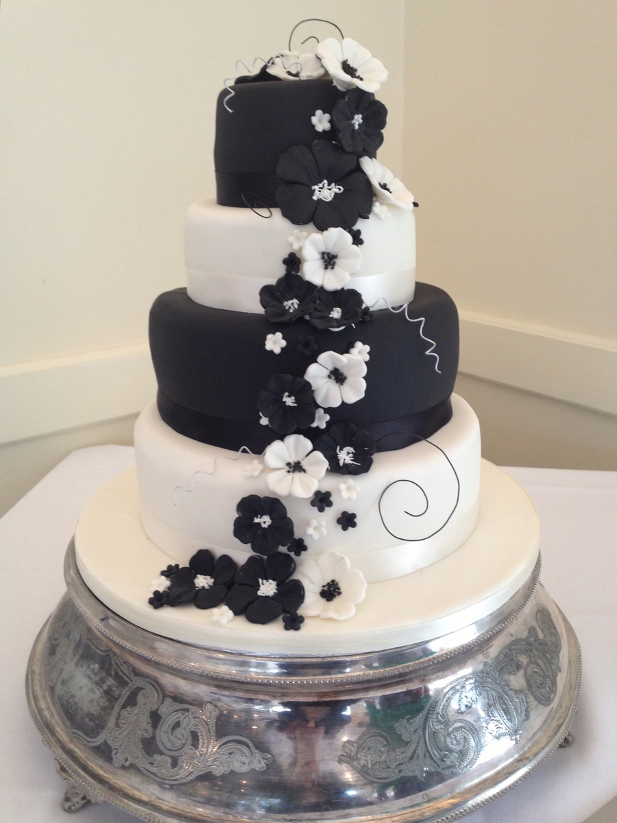 Cascading flowers black and white contrast wedding cake cascading flowers black and white contrast wedding cake on cake central mightylinksfo