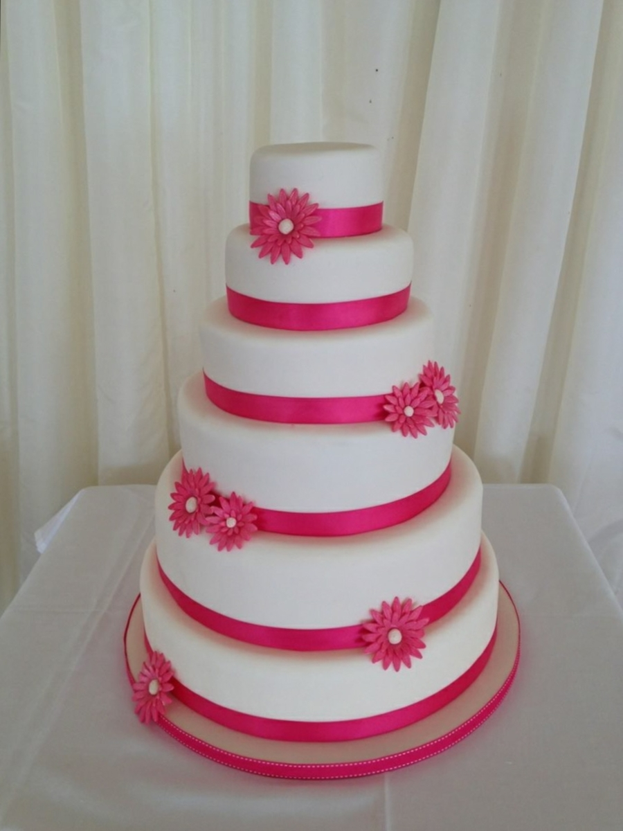 fuschia pink wedding cakes gerbera wedding cake cakecentral 14624