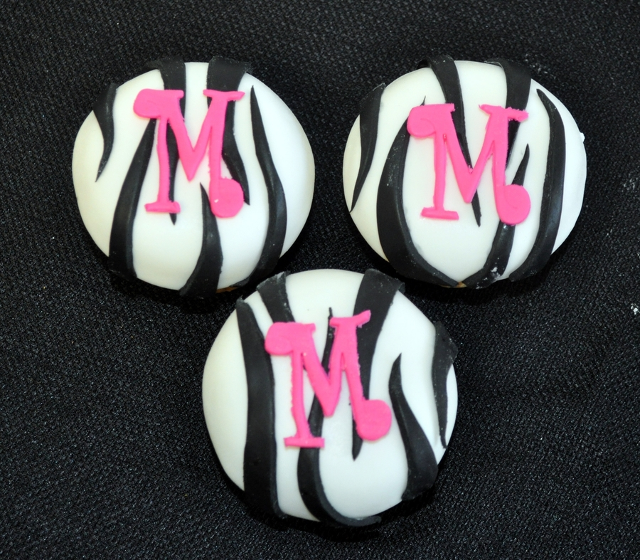Zebra Initial Cupcakes on Cake Central
