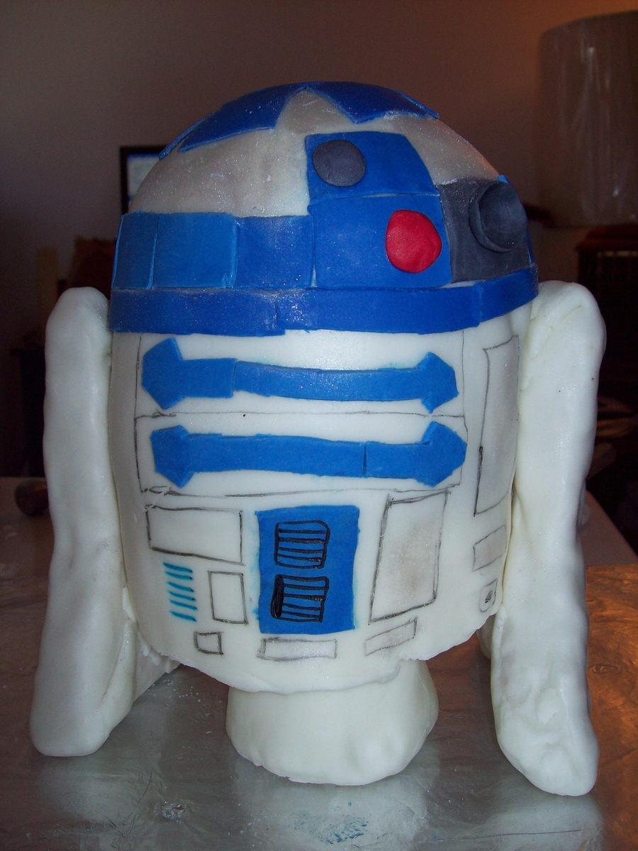 R2D2 Birthday Cake on Cake Central