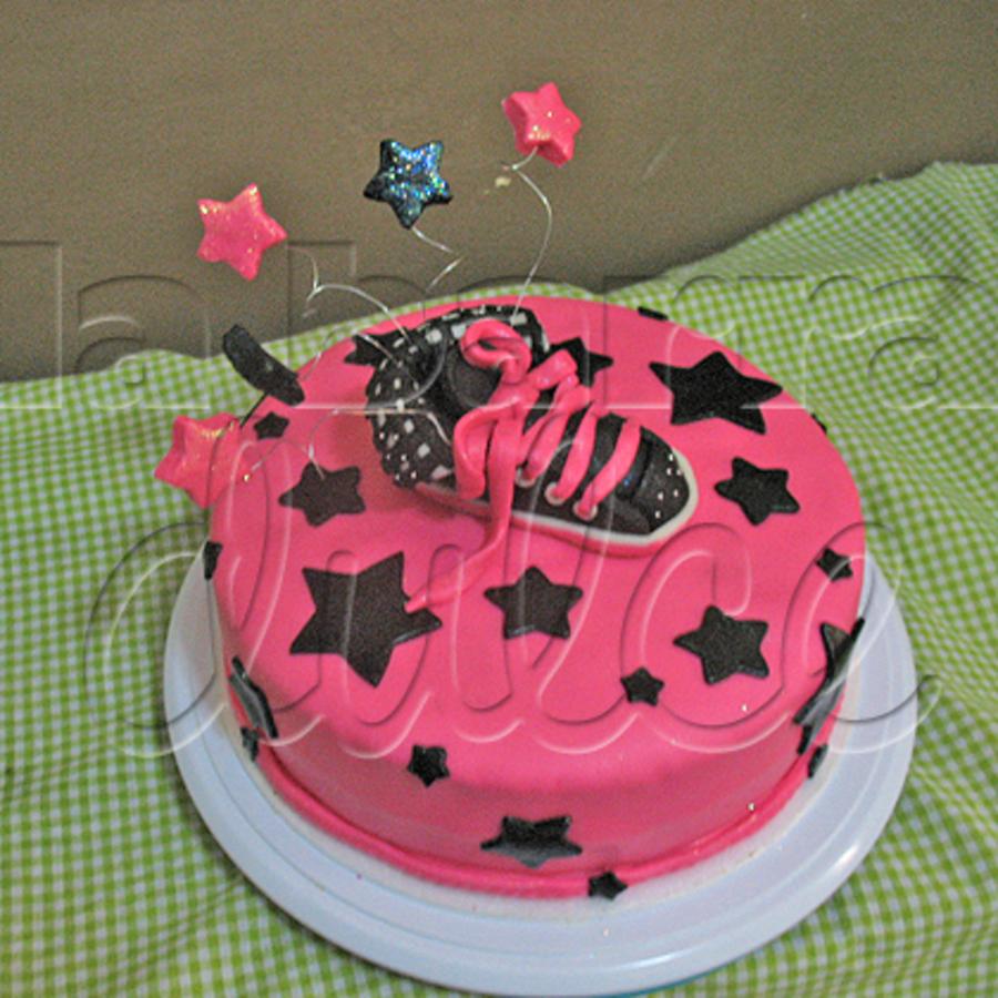 Cake Design Guatemala : Chapulin Converse Tenis Cake Pastel En Guatemala ...