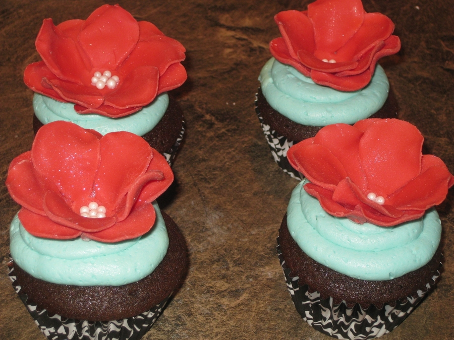 Red Flower Cupcakes on Cake Central