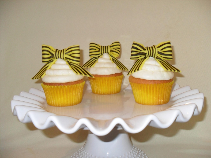 Yellow Black And White on Cake Central