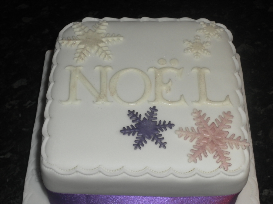 Cake Decorating Central Willoughby : Noel Christmas Cake - CakeCentral.com