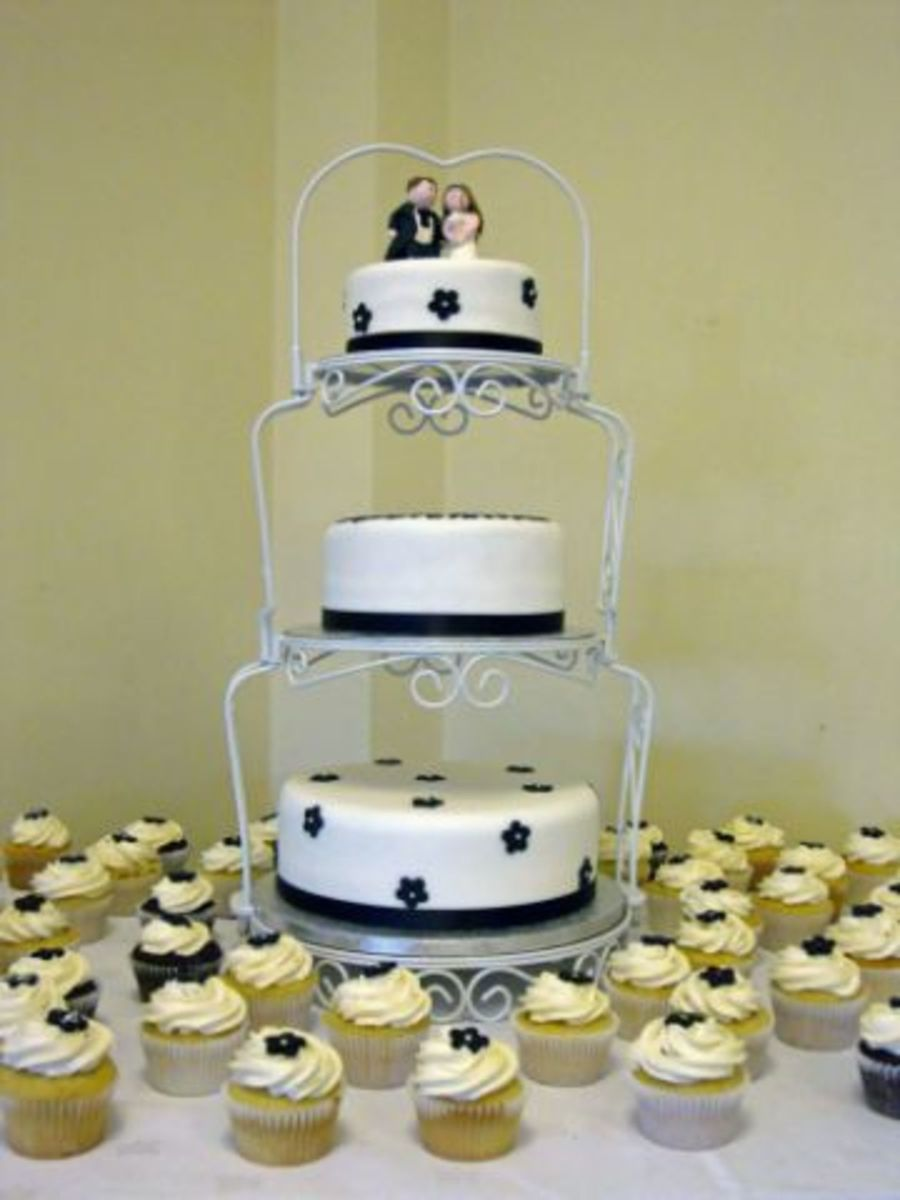 3 Tier Wedding Cake And Matching Cupcakes on Cake Central