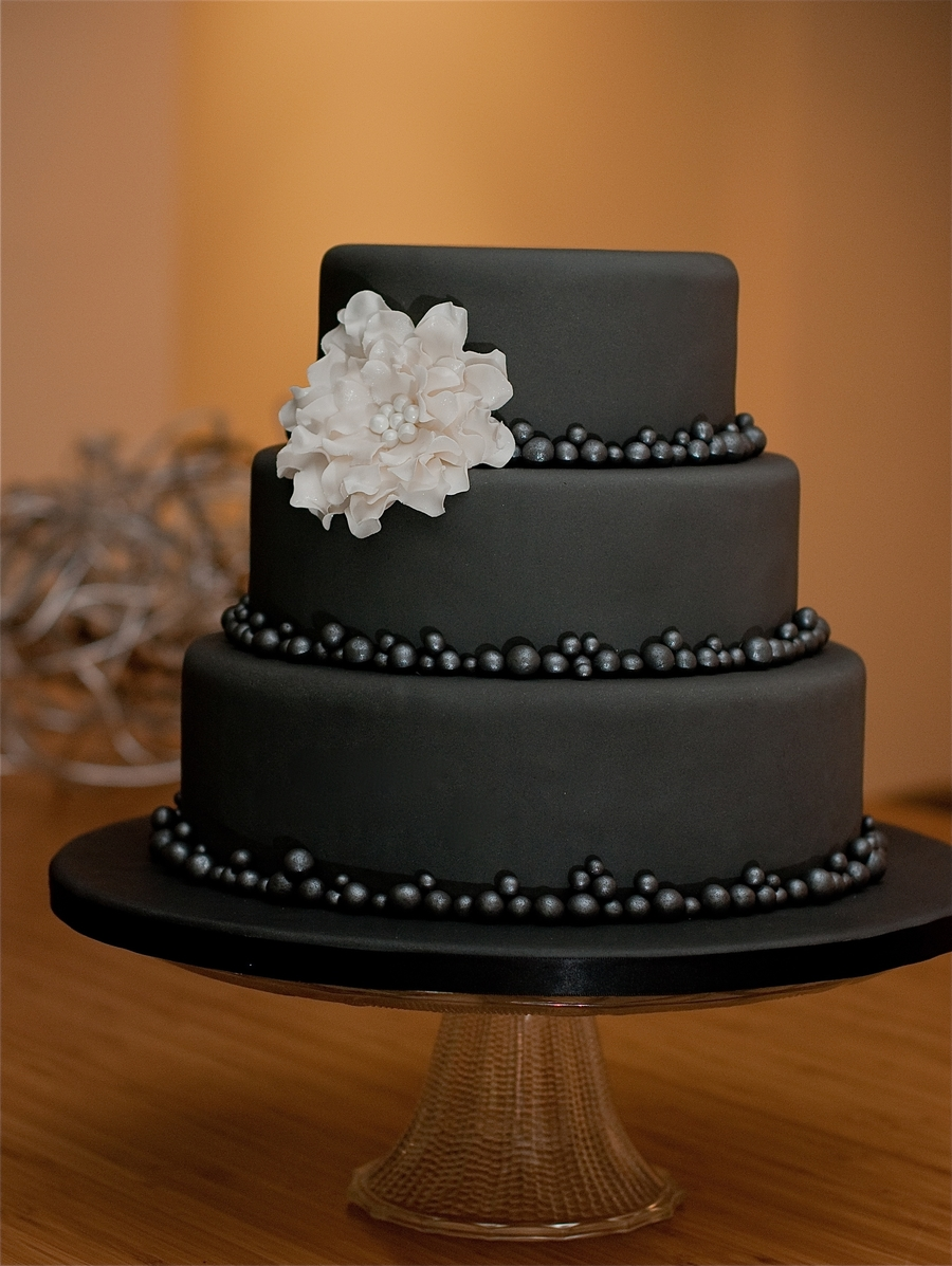 Less Is More In Grey And Creme Cakecentral Com