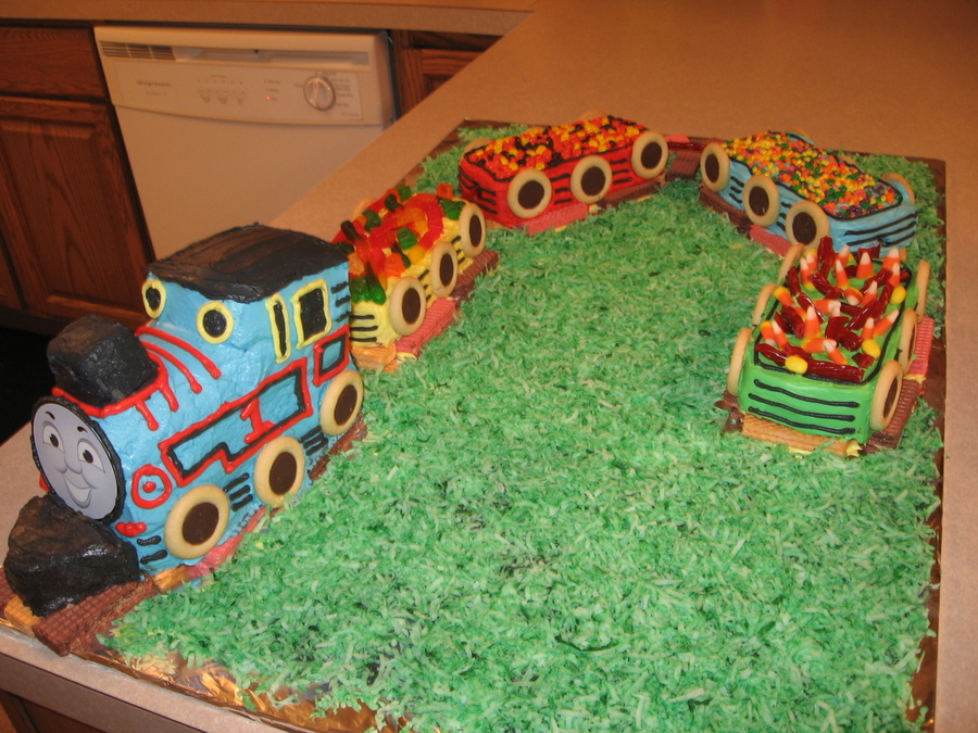 Pleasant Thomas The Train Birthday Cake Cakecentral Com Personalised Birthday Cards Veneteletsinfo