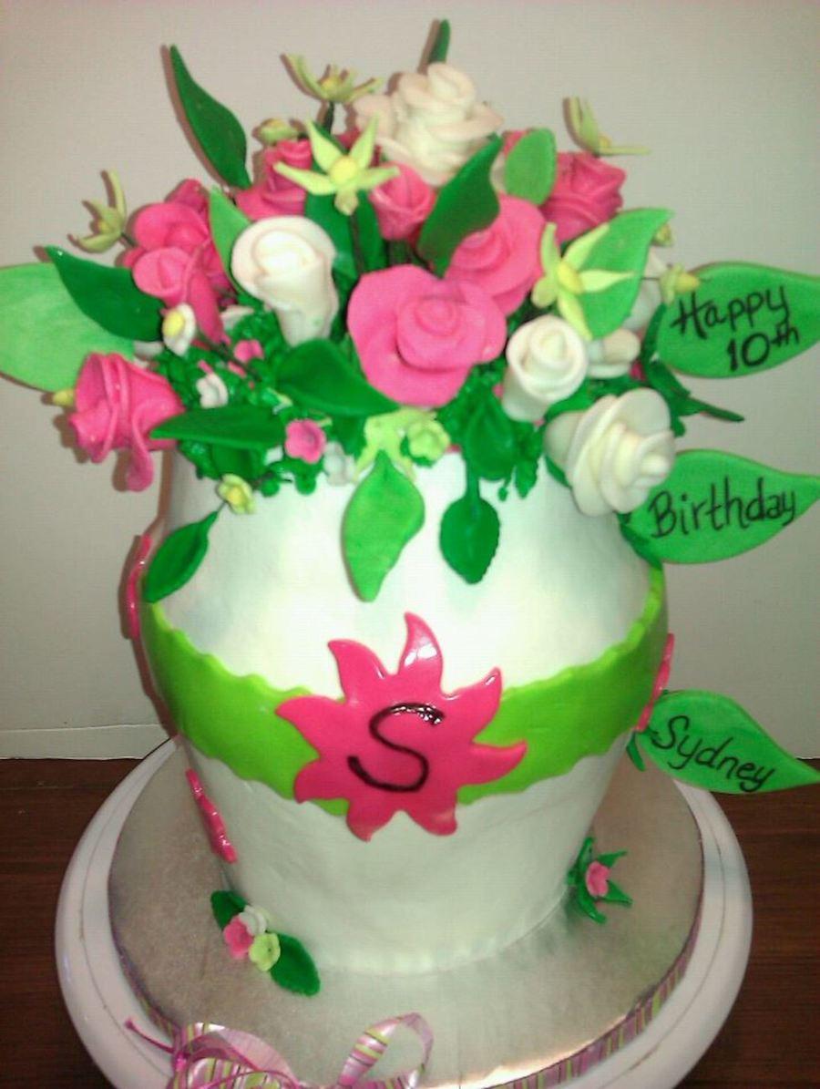 Flower Vase - CakeCentral.com