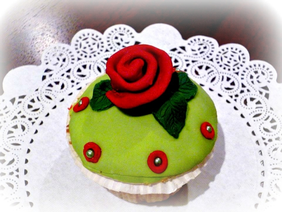 Red Rose Cupcake on Cake Central