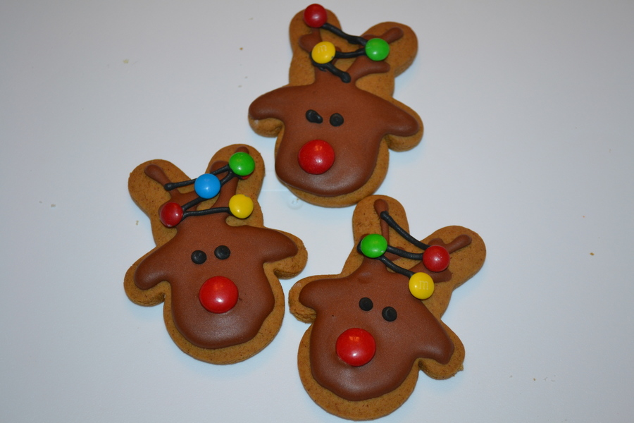 Gingerbread Reindeer Cookies With Tangled Christmas Lights