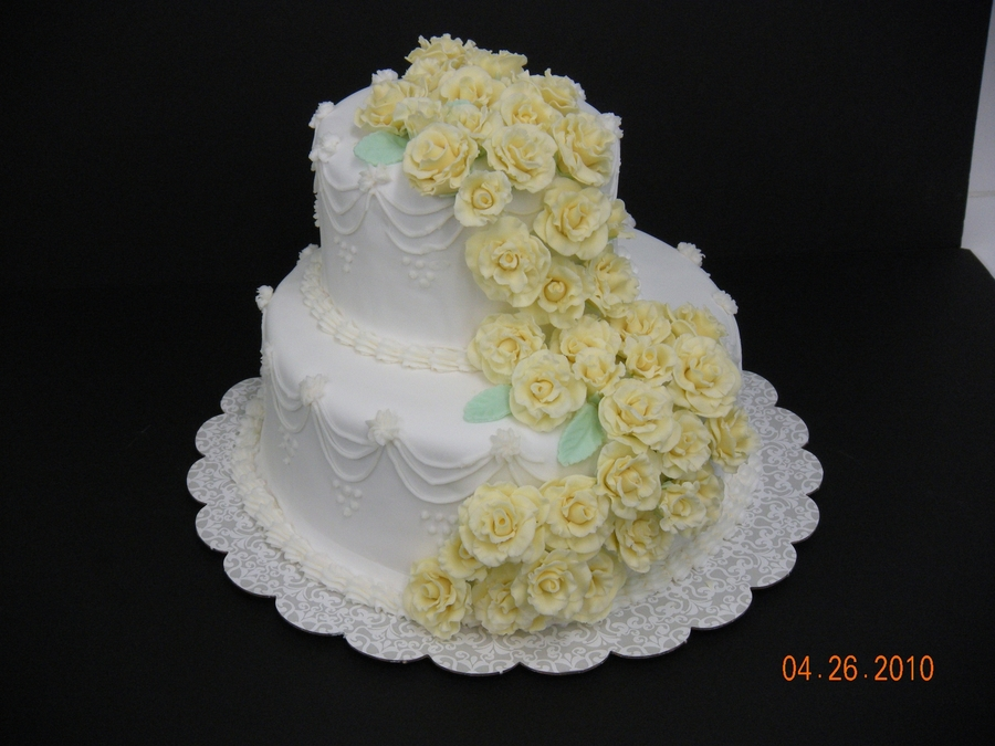two tier wedding cakes with roses 2 tier wedding cake with roses cakecentral 21373