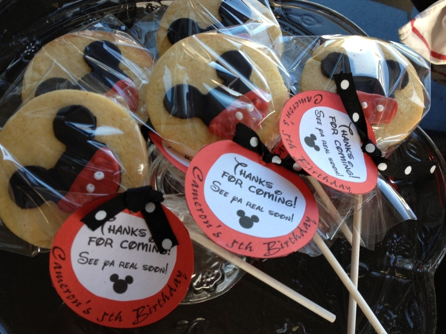 Mickey Mouse Cookie Pops on Cake Central