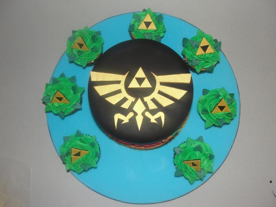 Legend Of Zelda Cake & Triforce Cupcakes - CakeCentral.com