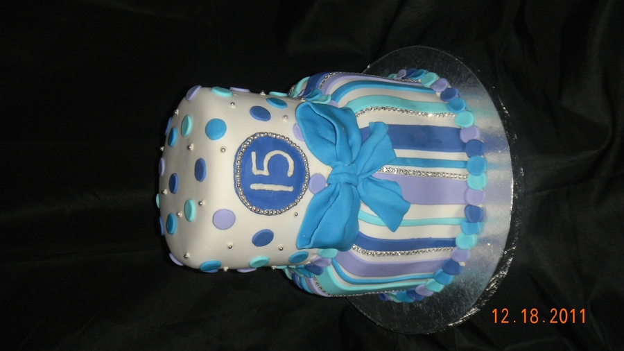 Sweet 15 Cake on Cake Central